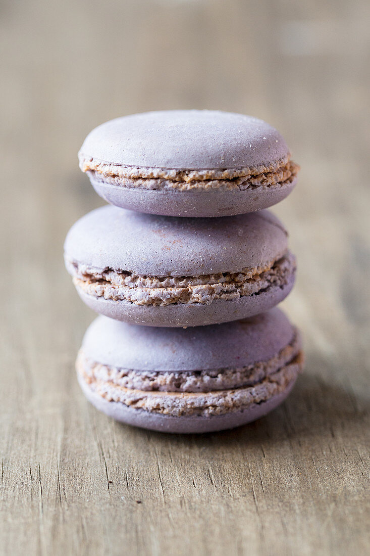 Macaroons with violets from Toulouse