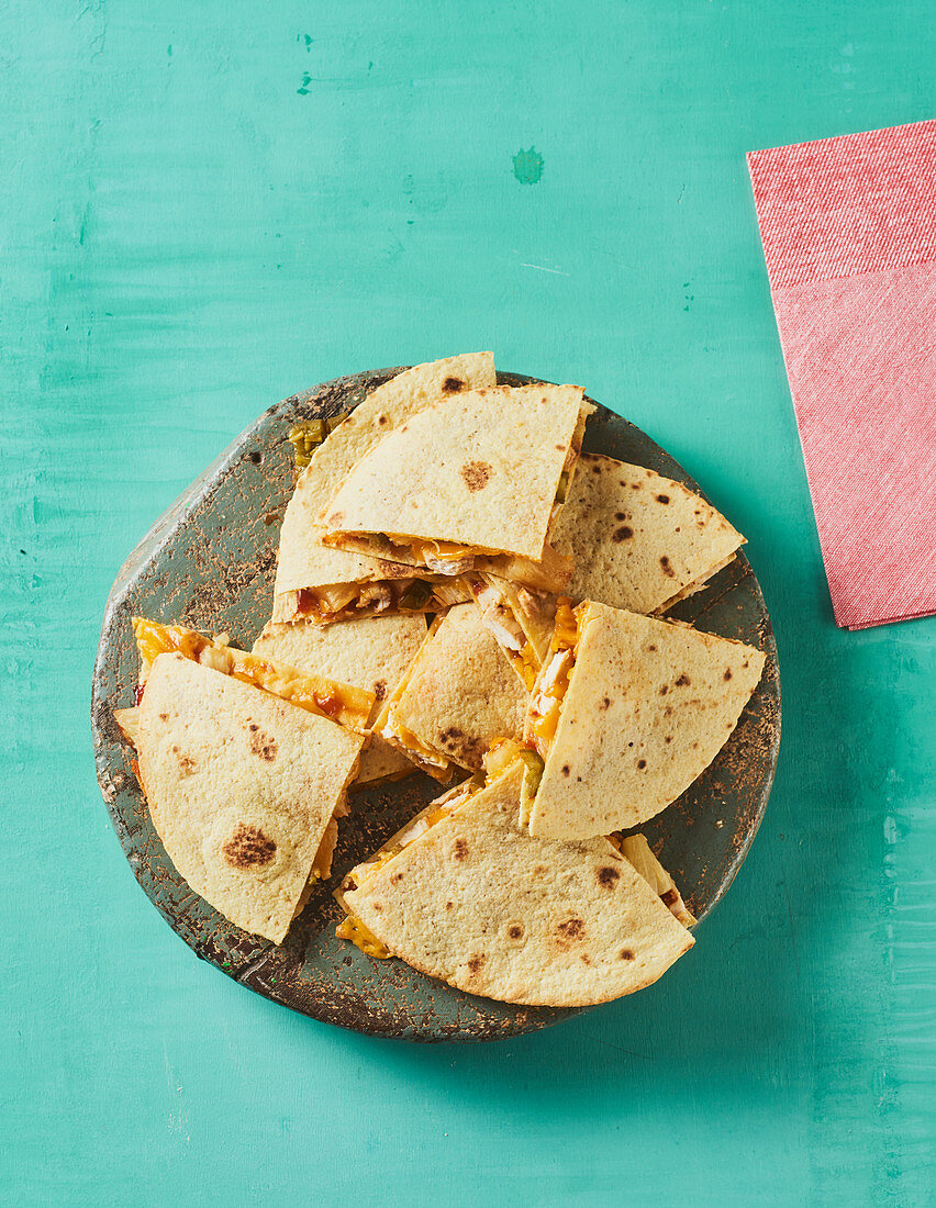 Quesadillas 'Hawaii' with chicken and pineapple