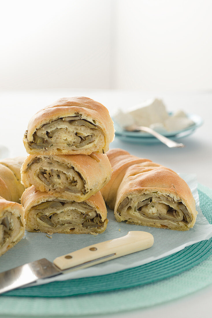 A bread wreath with an artichoke and ricotta filling