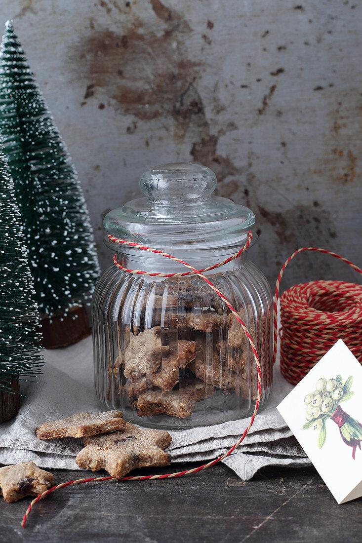 Digestive biscuits with lingon berries in a jar