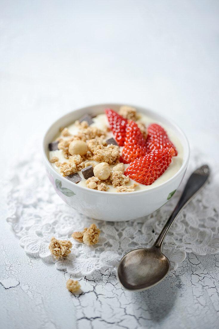 Vegan banana yoghurt with strawberries and macadamia nut muesli