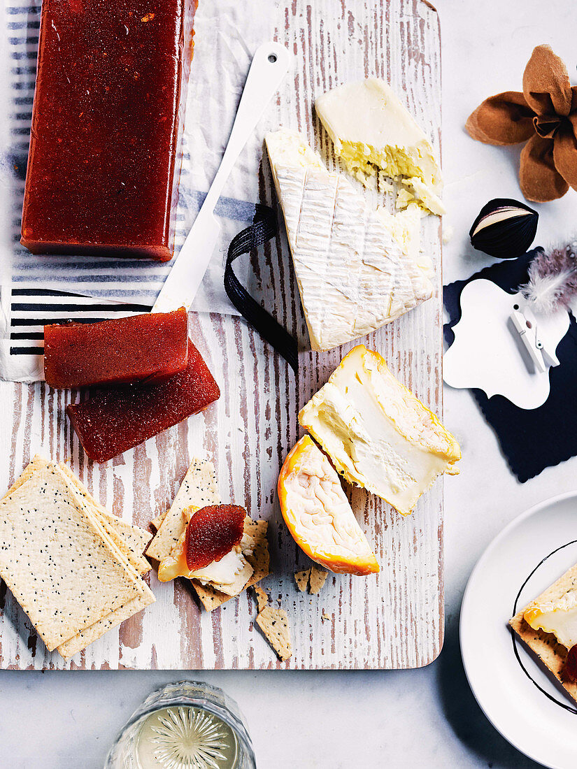 Quince jelly, cheese and crackers