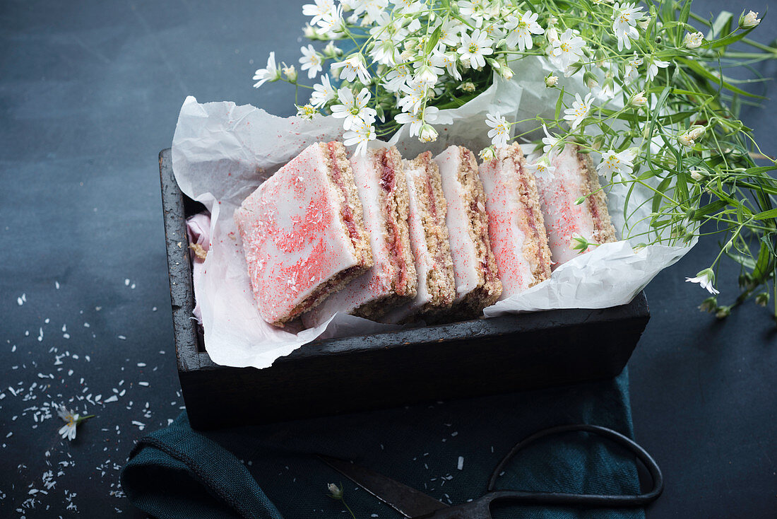 Vegan strawberry and rhubarb slices with spelt flour and grated coconut