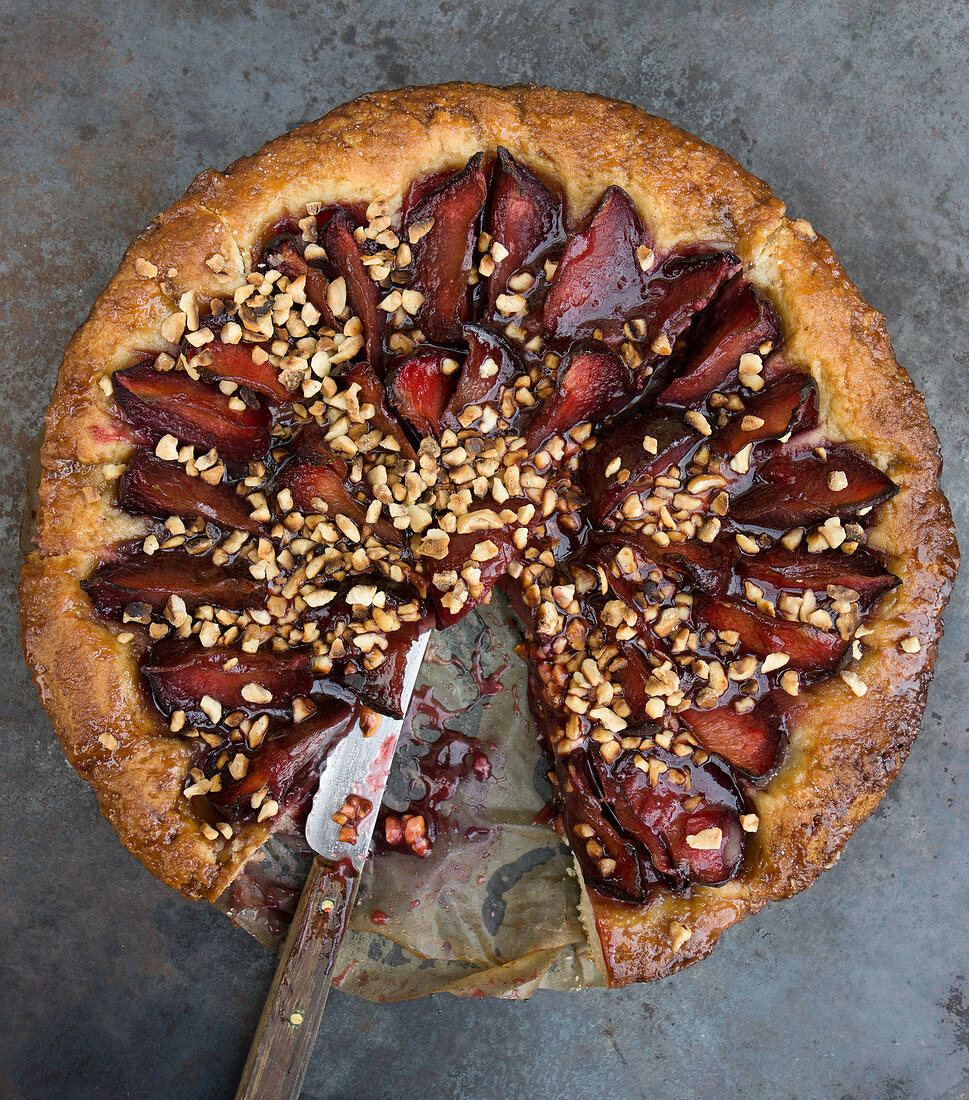 Plum cake with cinnamon and chopped almonds
