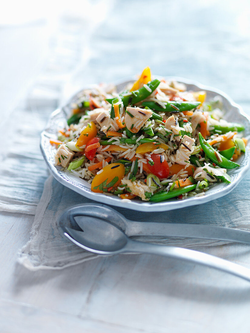 Wild rice salad with chicken and summer vegetables