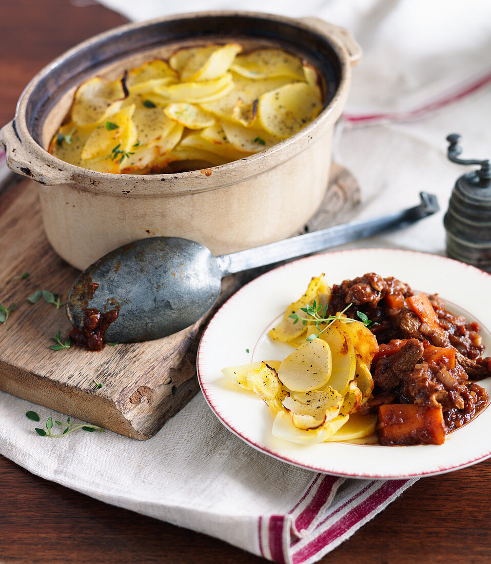 A hot pot with beef, carrots and a potato topping