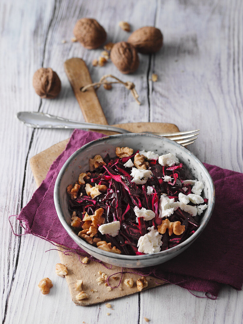 Red cabbage salad with walnuts and sheep's cheese (low carb)