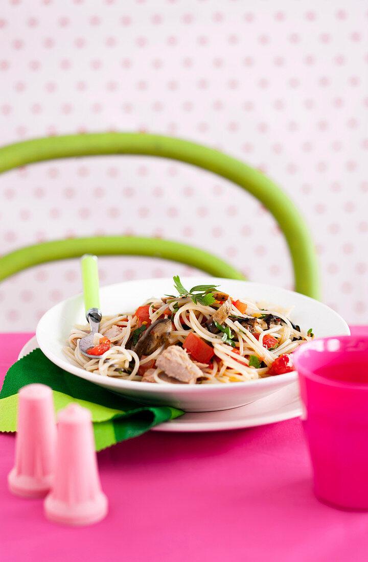 Spaghetti with tuna, tomato and eggplant