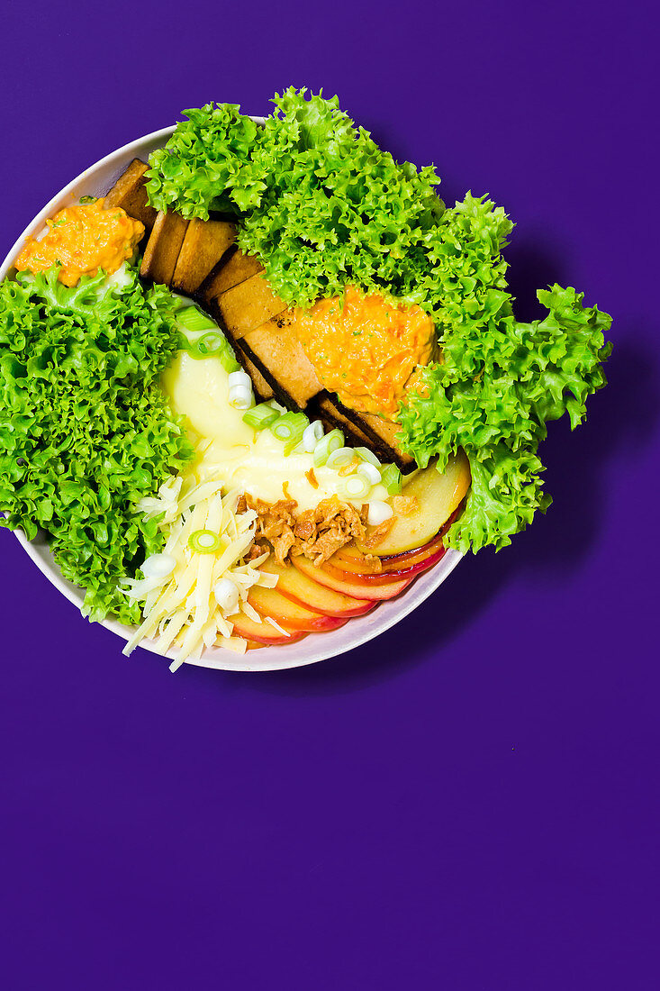 A soul-food bowl with potatoes, apple, tofu and alpine cheese