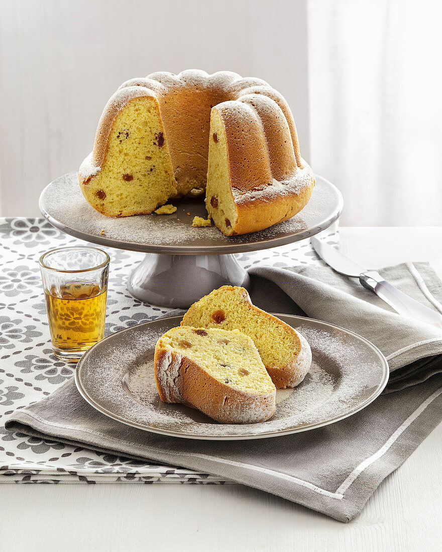 Ciambellone al Vin Santo (pound cake with Vin Santo and aniseed liqueur, Italy)