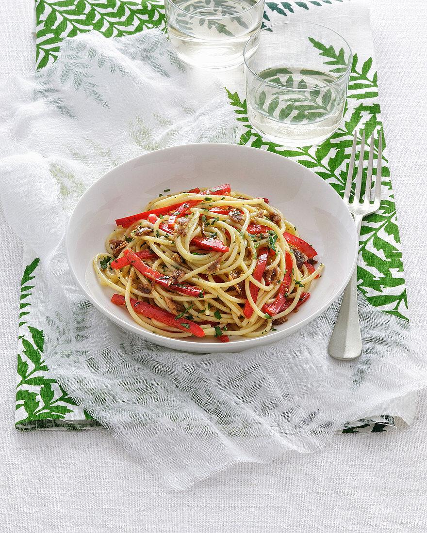 Spaghetti aglio e olio with peppers
