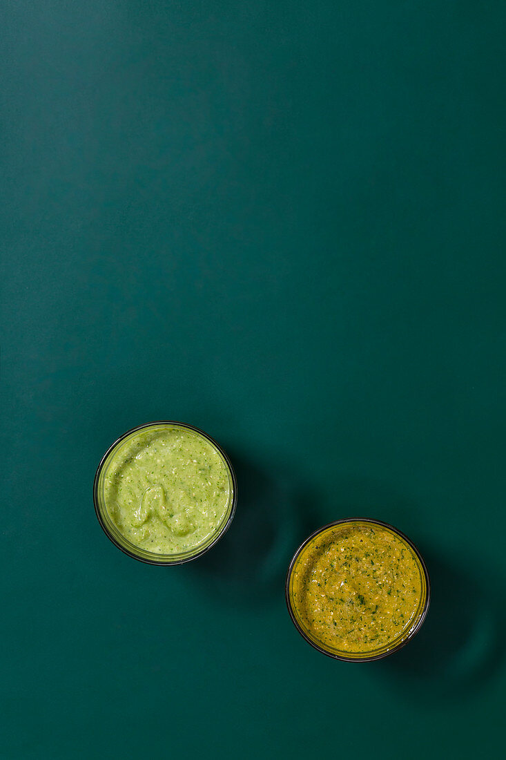A vegetable smoothie with lamb's lettuce, and a green smoothie with moringa