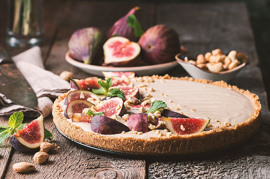 Delicious Tart with honey and mascarpone cheese cream and fresh figs