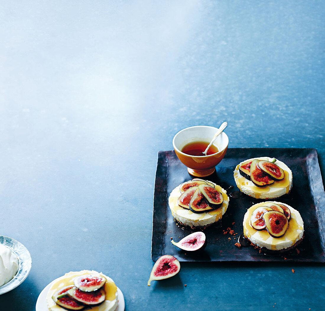 Mini cheesecakes with amaretto figs