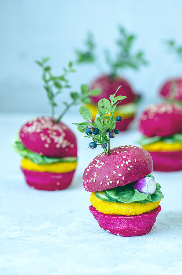 Mini vegan burgers with beetroot, carrots and lettuce