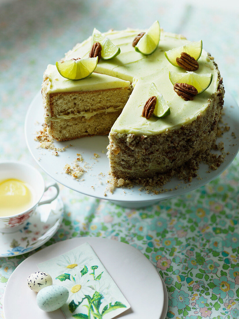 Mojito sponge cake with lime and pecan nuts for Easter