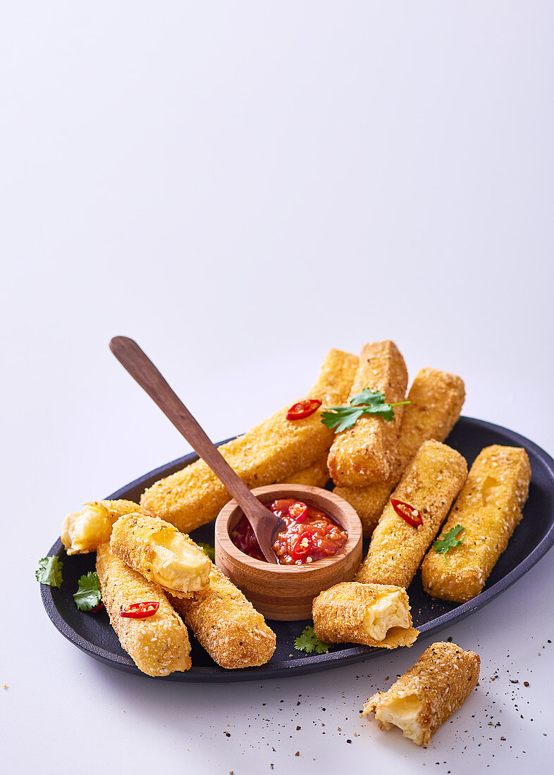 Crunchy haloumi with chilli tomato dipping sauce