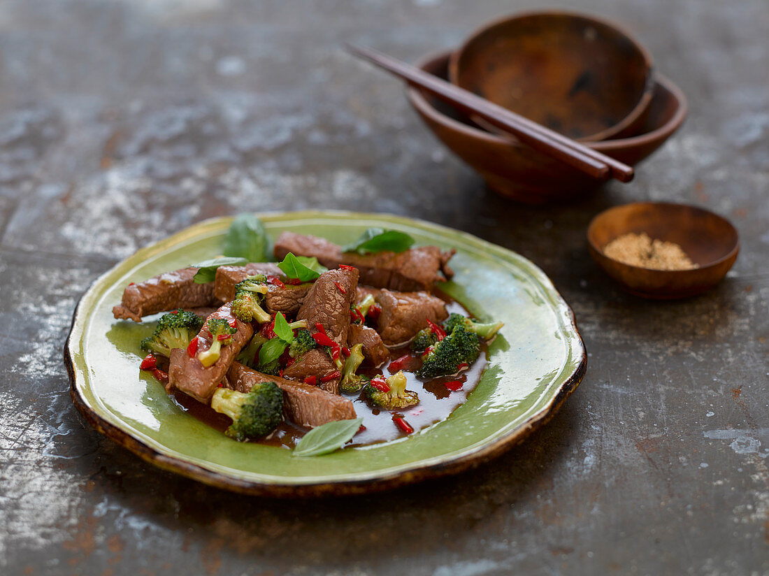Quick beef with broccoli stir fry