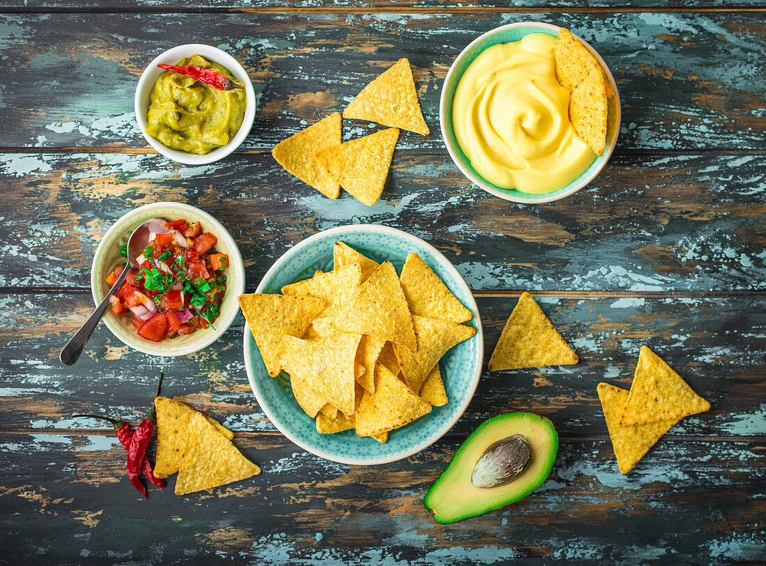 Tortilla chips with guacamole, a cheese dip and tomato salsa (Mexico)