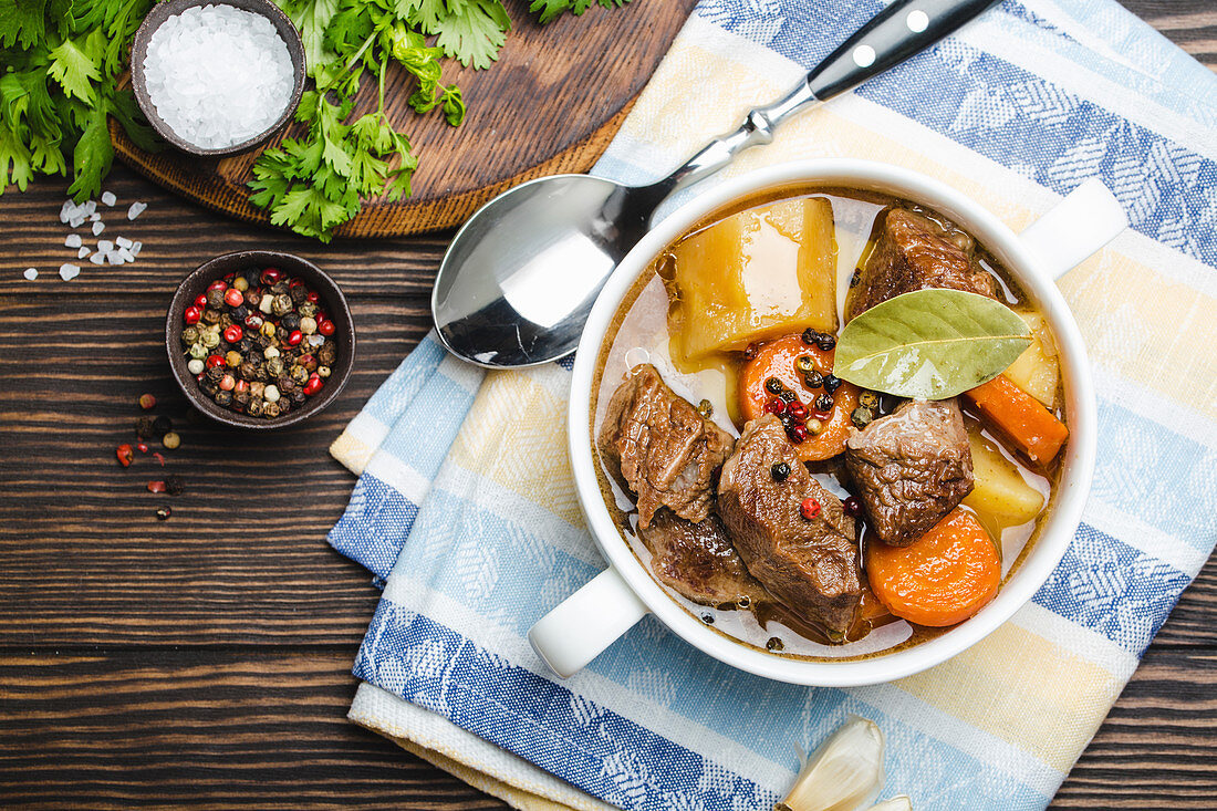 Meat stew with potatoes and carrots (slow cooking)