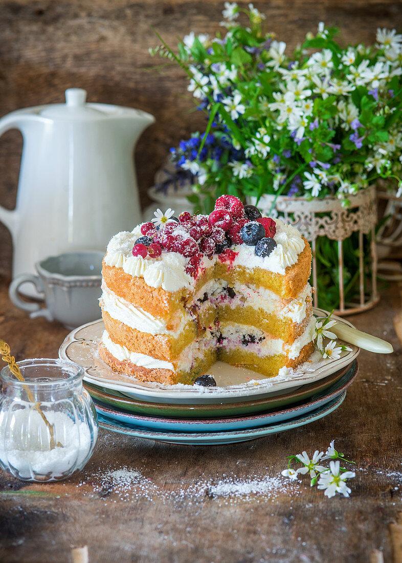 Layer berry cake