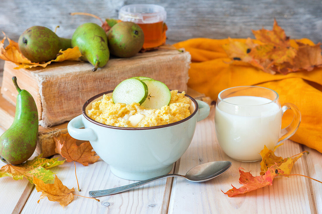 Millet porridge with honey and pear