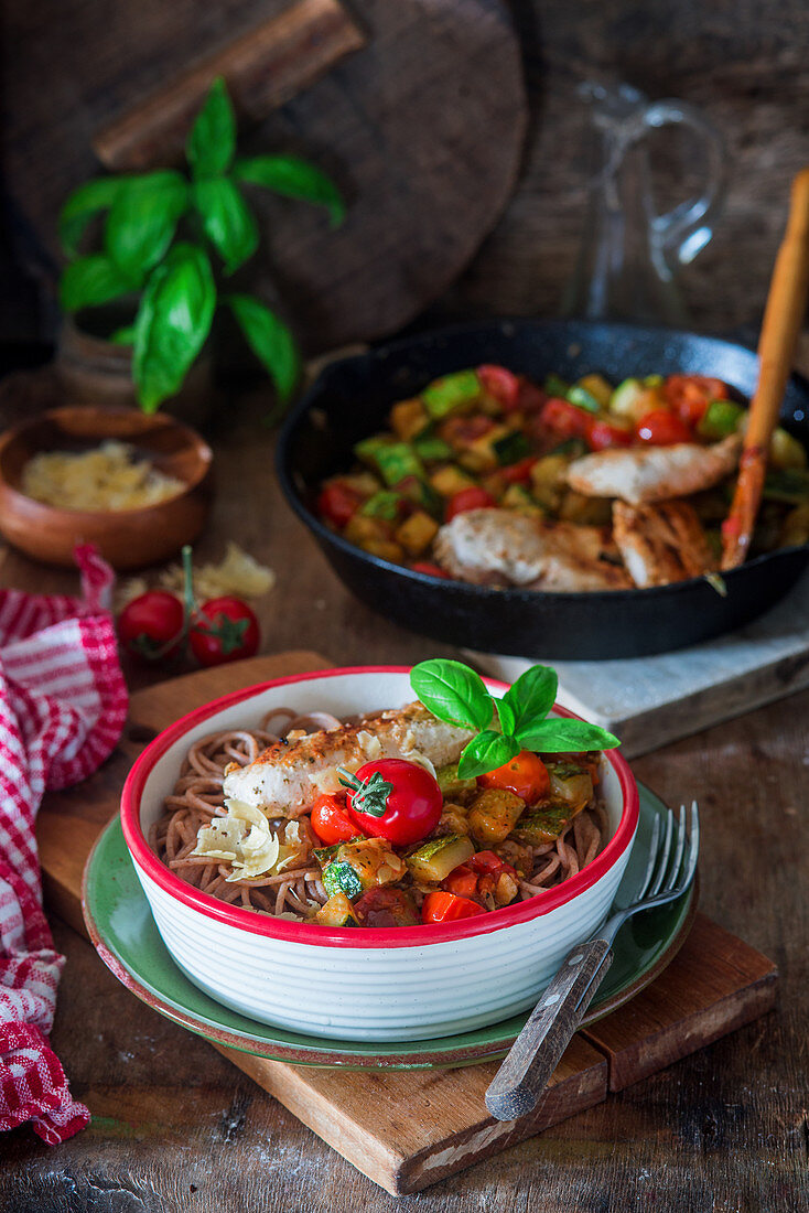 Wholewheat noodles with vegetables and chicken