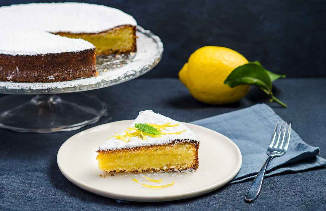 Lemon cake with icing sugar
