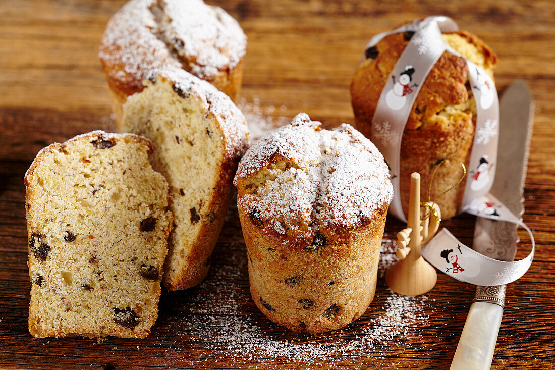 Small nut and quark cake with almond liqueur