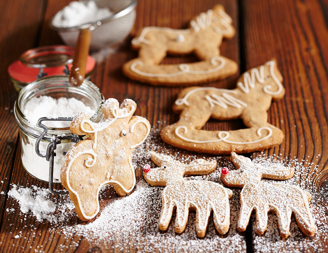 Gingerbread biscuits with icing and icing sugar