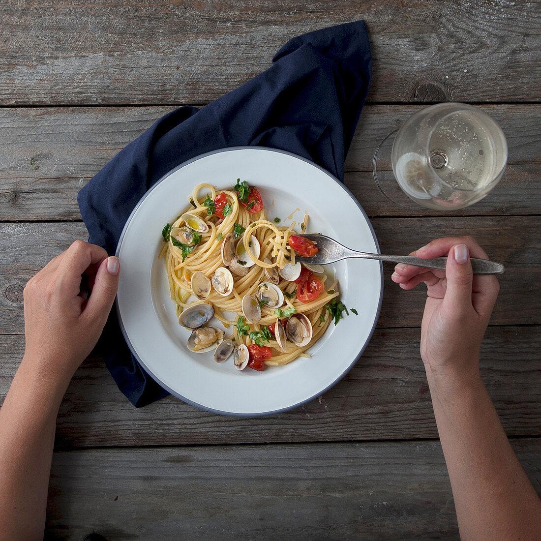 Spaghetti alle vongole (clams)