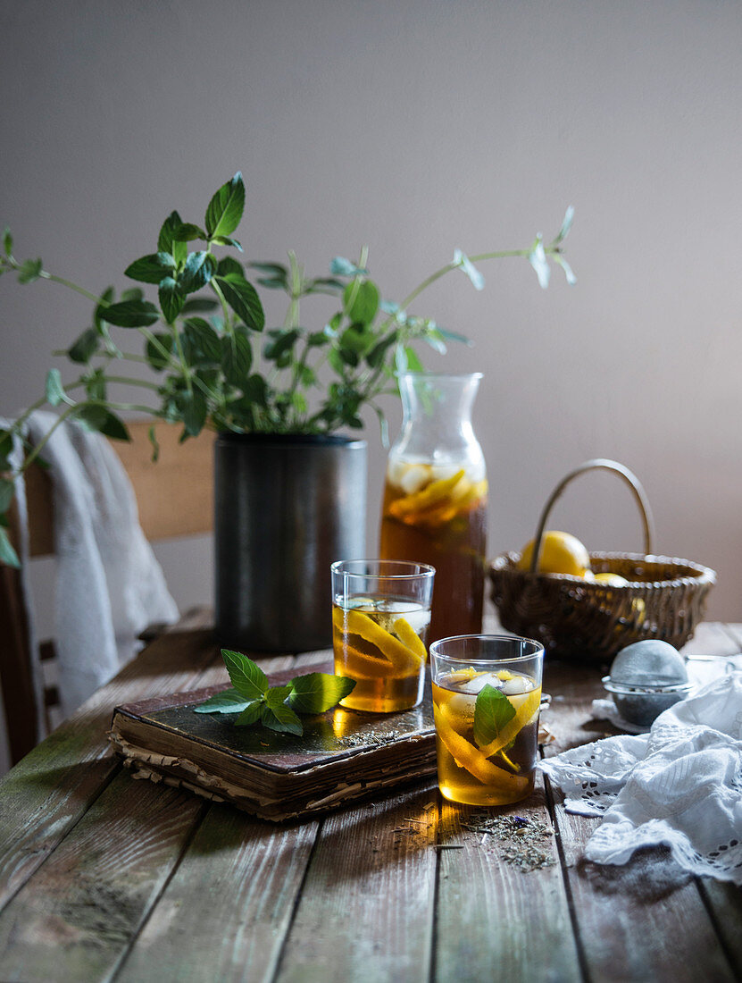 Herbal iced tea with lemon and mint