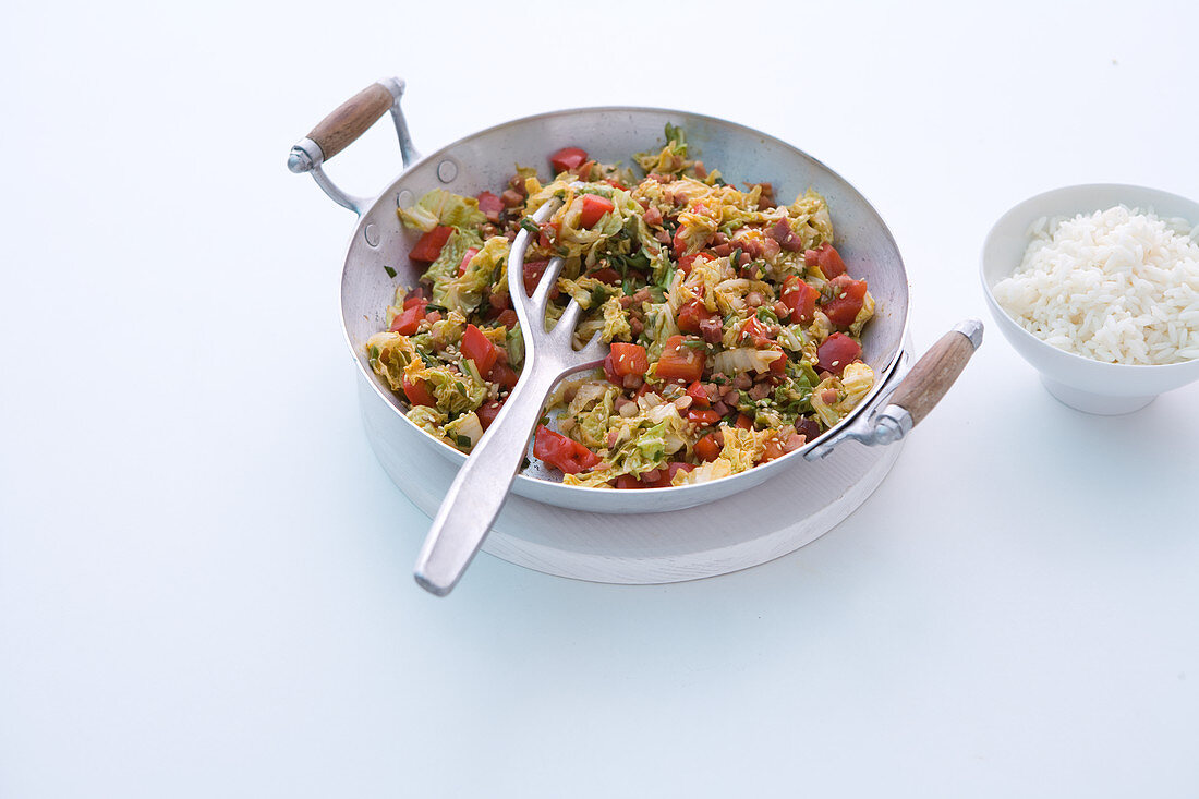 Fried Chinese cabbage with peppers, spring onions and diced ham