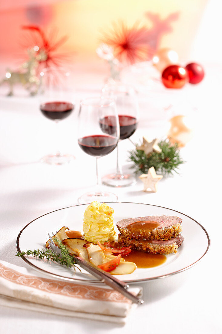 Venison fillet with a walnut crust, mashed potatoes and king trumpet mushrooms