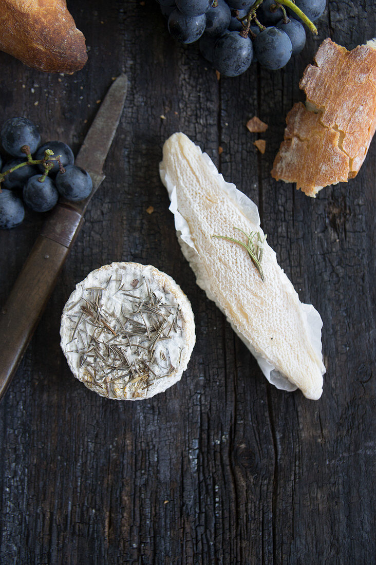 Blue cheese with rosemary