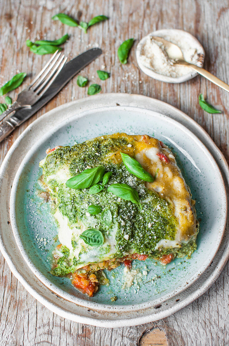 Vegan lasagne filled with spinach-basil pesto and vegetable sauce (tomatoes, bell pepper, lentil)