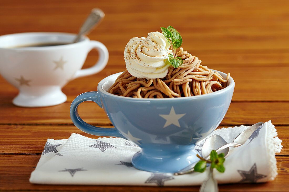 Vermicelles with whipped cream and cinnamon