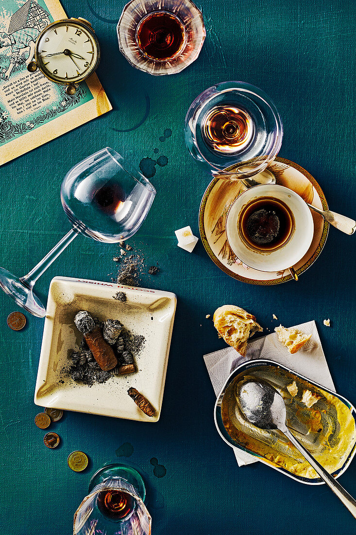 Food art: leftover food and drink and used ashtrays (inspired by Daniel Spoerri)