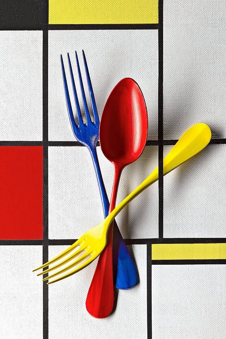 Food art: colourful cutlery (inspired by Piet Mondrian)
