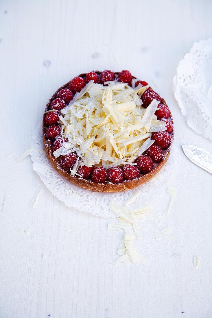 Mini strawberry tart with white chocolate