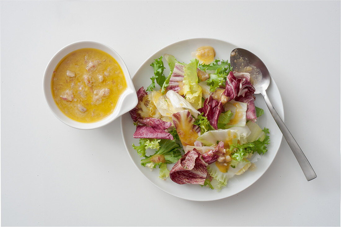 A mixed leaf salad with a lime and oil-sardine dressing