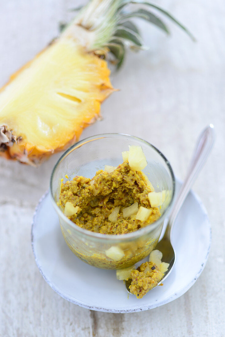 Curry mustard with pineapple