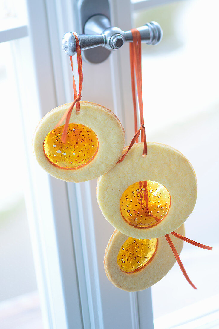 Window biscuits for hanging up