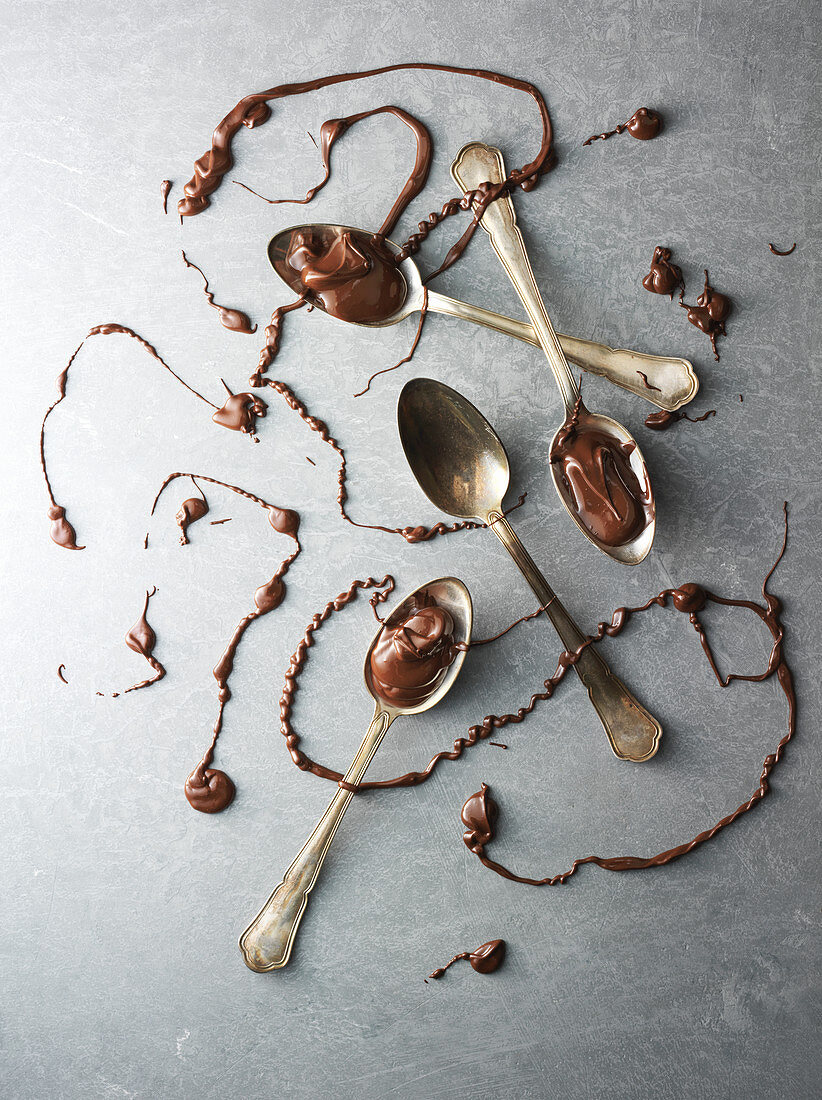 Spoons with chocolate drizzled over them