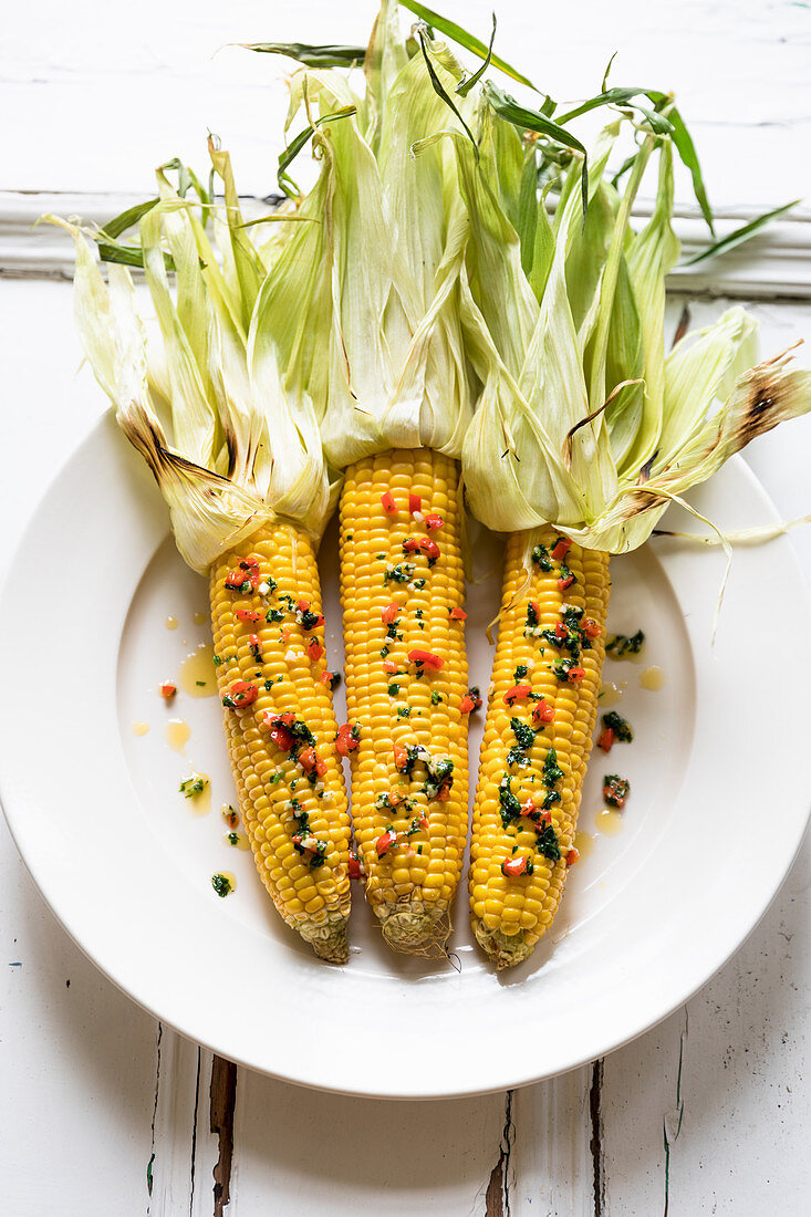 Corn on the cob with garlic and chilli butter