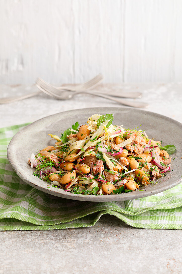 Quick bean and fennel salad with tuna