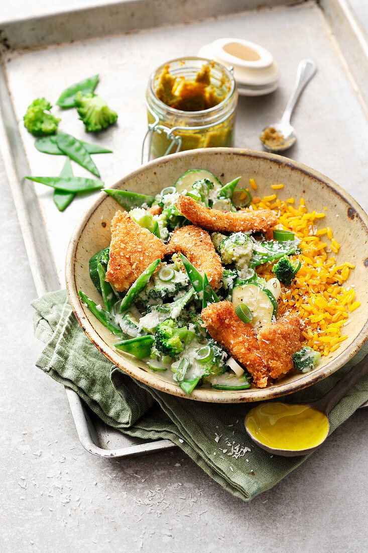 Crunchy chicken with mangetout and green curry sauce