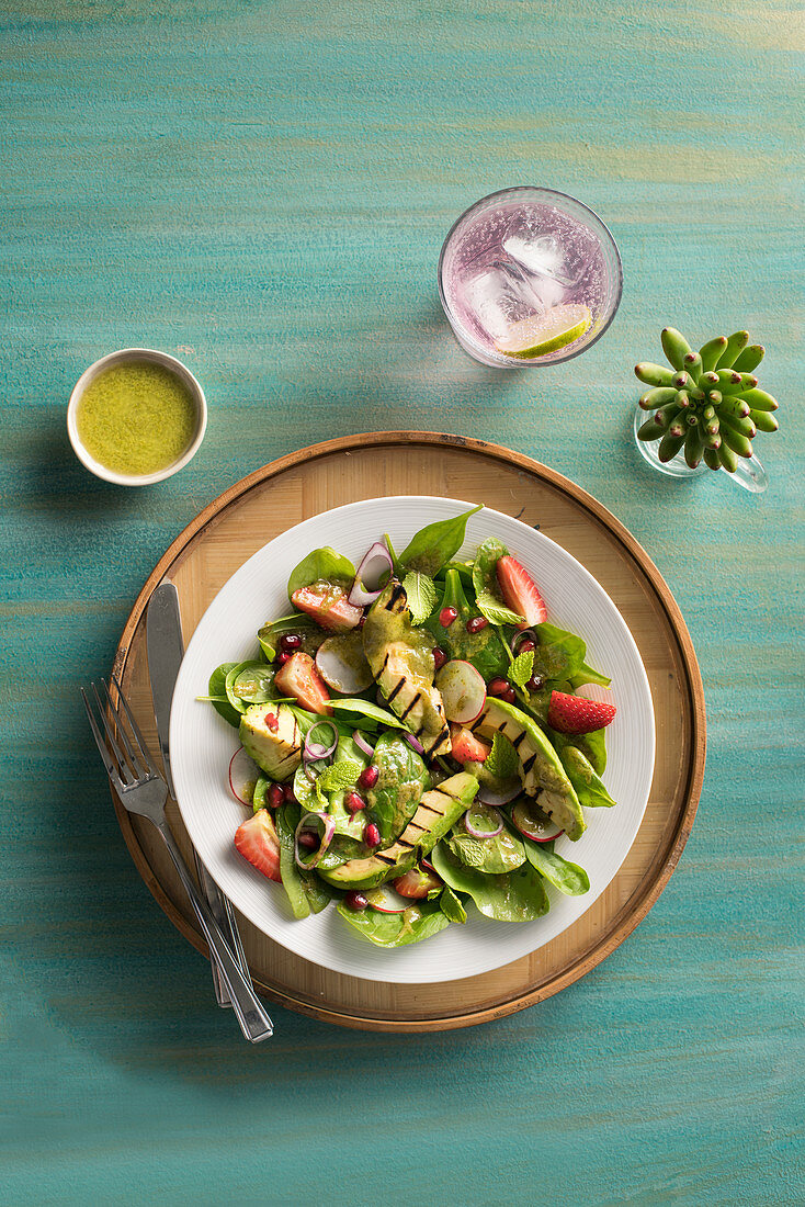 Baby pinach and grilled avocado salad with mint vinaigrette