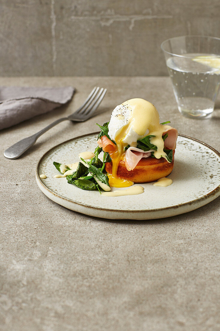 Eggs Benedict with spinach and ham