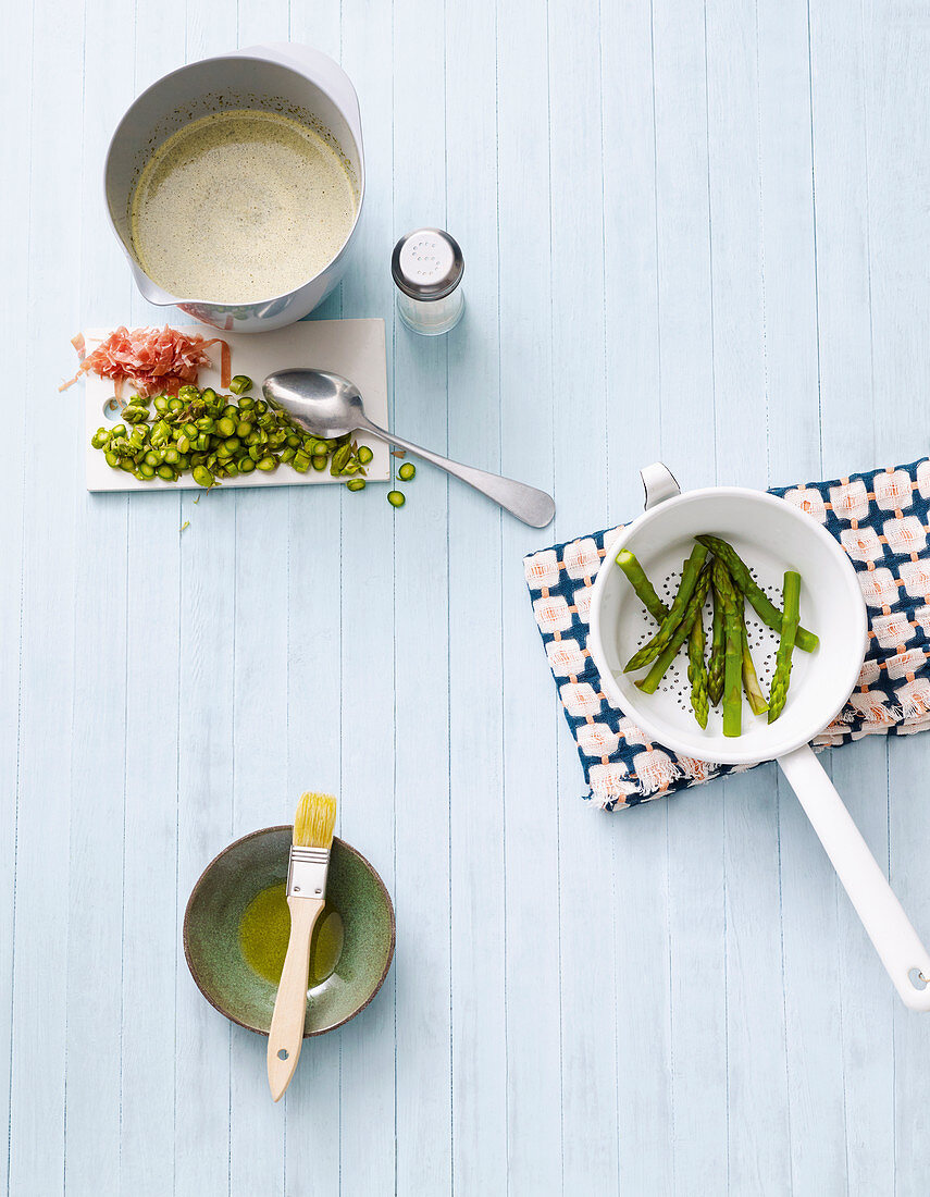 Ingredients for asparagus frittata with wild garlic and ham